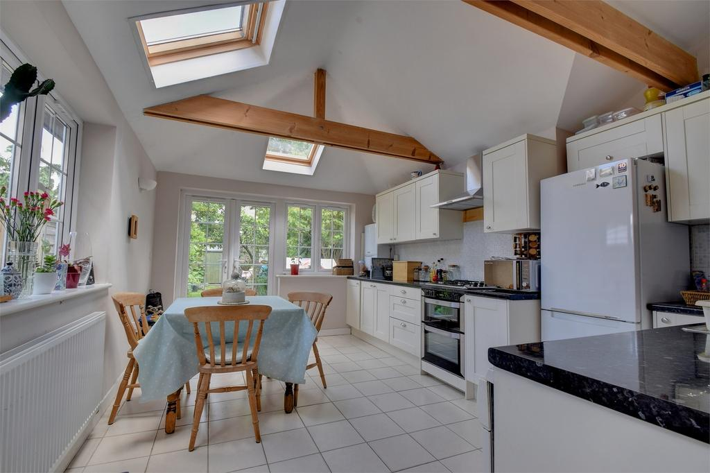 3 Bedrooms Semi Detached House for sale in Syers Road, LISS, Hampshire