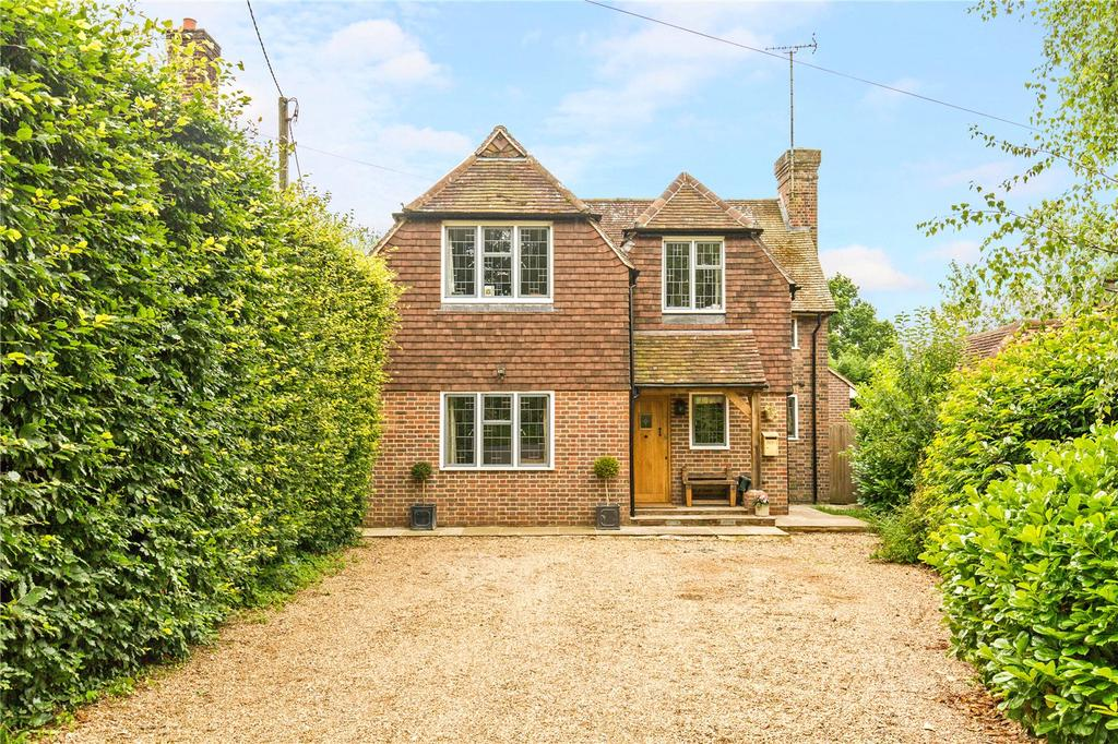 5 Bedrooms Detached House for sale in Summerhill Close, Haywards Heath, West Sussex, RH16