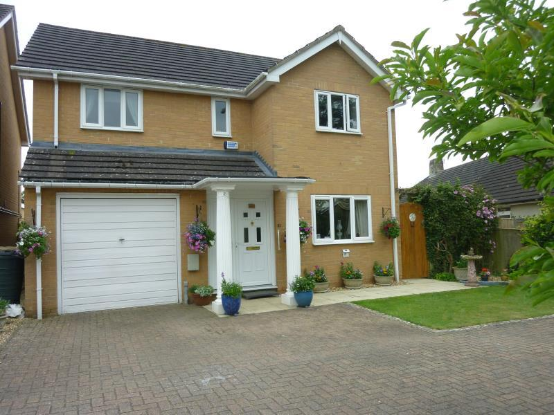 3 Bedrooms Detached House for sale in Alvescot Road, Carterton, Oxon