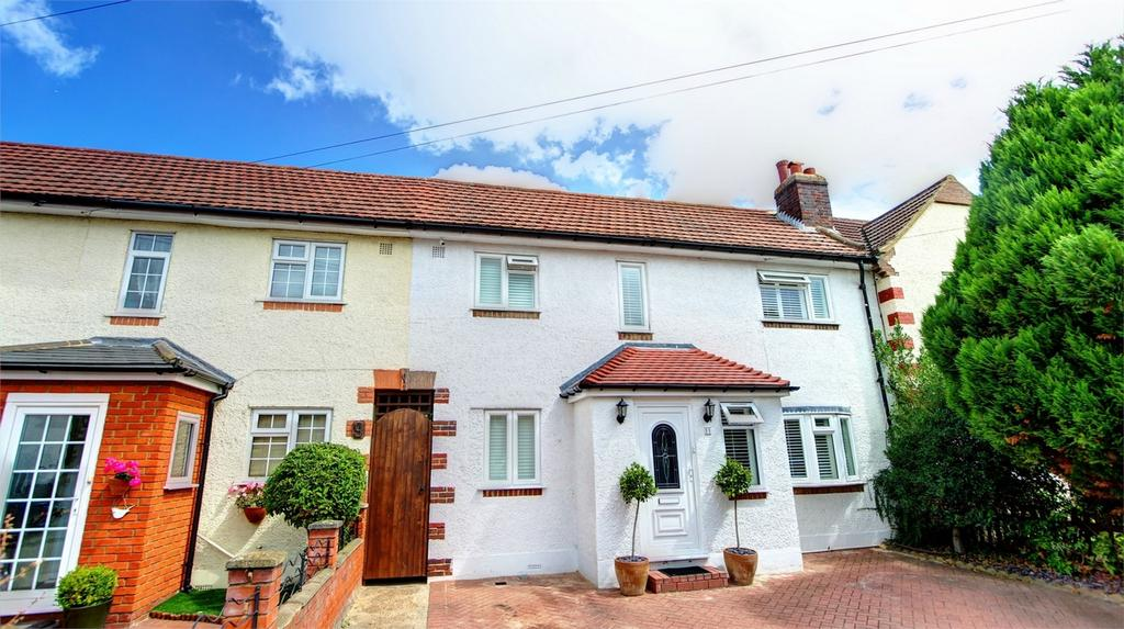 3 Bedrooms Terraced House for sale in Holmcroft Way, Bromley, Kent