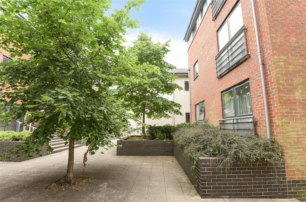 2 Bedrooms Flat for sale in Belgarum Place, Staple Gardens, Winchester, Hampshire