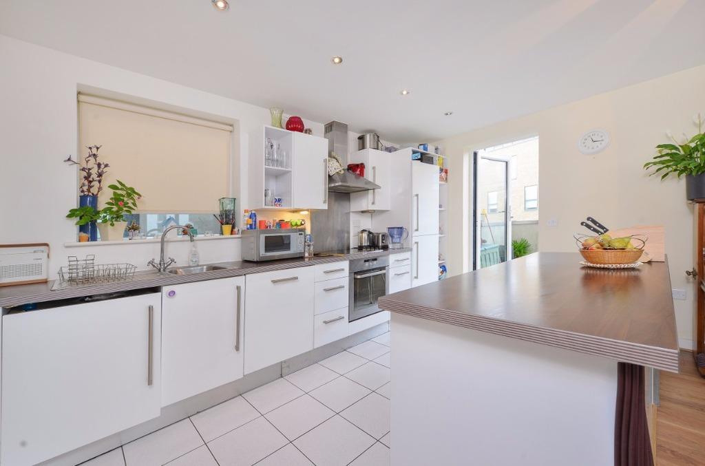 3 Bedrooms Flat for sale in Fleet Street Brighton East Sussex BN1