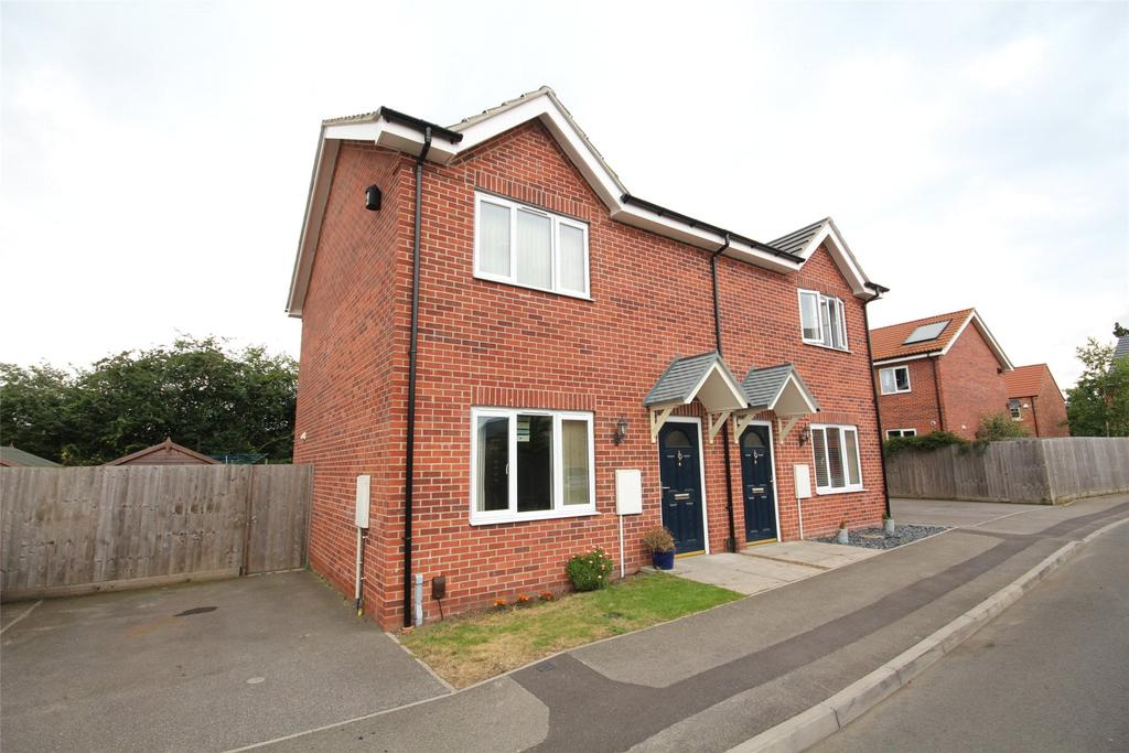 2 Bedrooms Semi Detached House for sale in Wolds View, North Hykeham, LN6