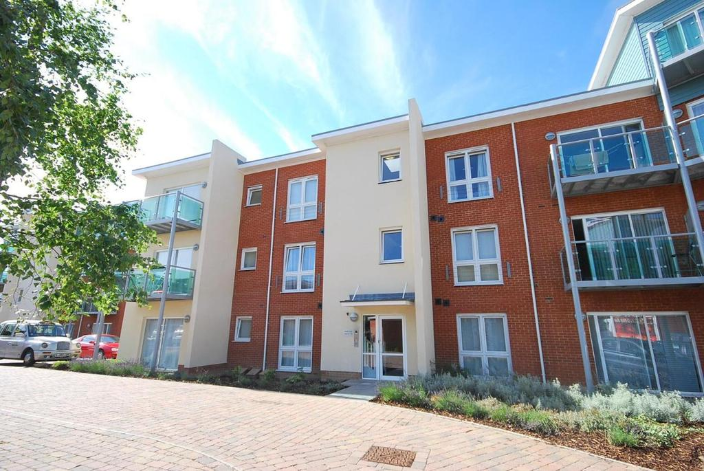 2 Bedrooms Flat for sale in Downham Lane Bromley BR1