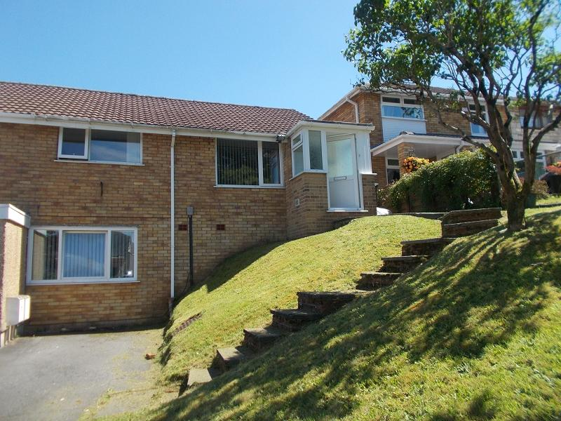 3 Bedrooms Semi Detached House for sale in Falcon Drive, Neath, Neath Port Talbot.
