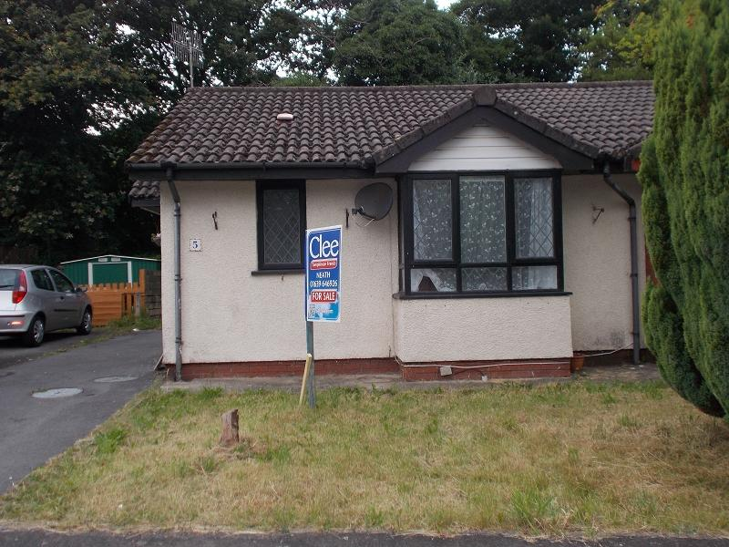 1 Bedroom Semi Detached House for sale in Highland Gardens, Neath, Neath Port Talbot.