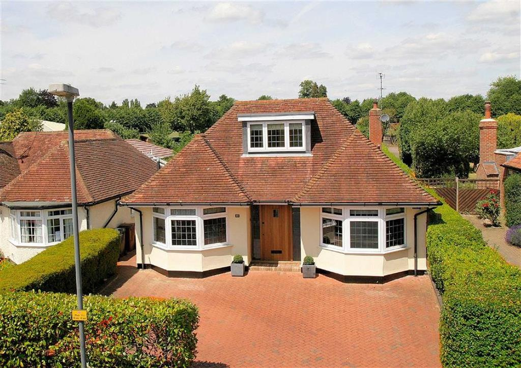 4 Bedrooms Detached House for sale in Watton Road, Knebworth SG3 6AH