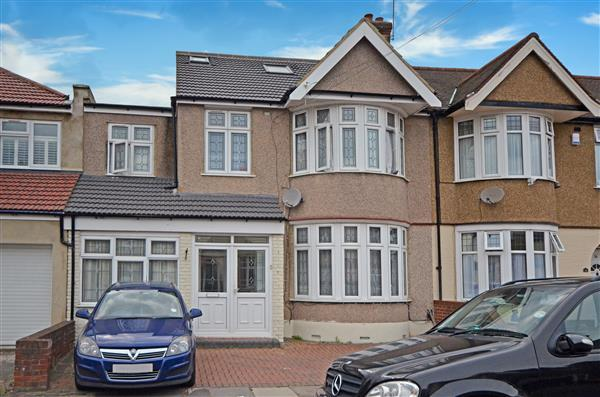 6 Bedrooms Terraced House for sale in Meadway, Seven Kings