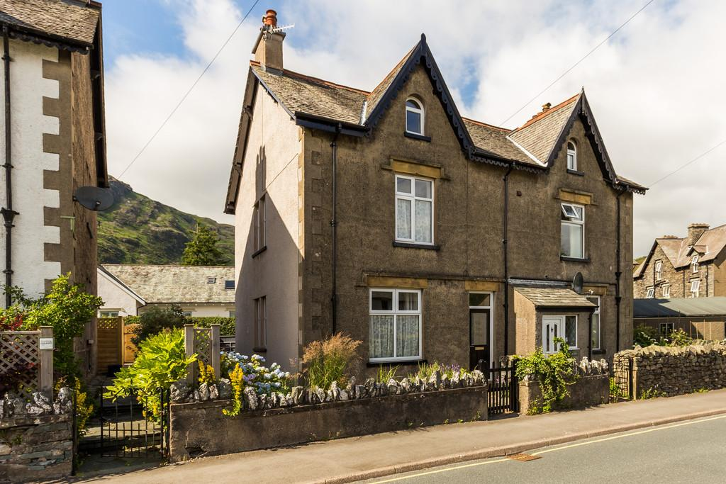 3 Bedrooms Semi Detached House for sale in Tilberthwaite Avenue, Coniston