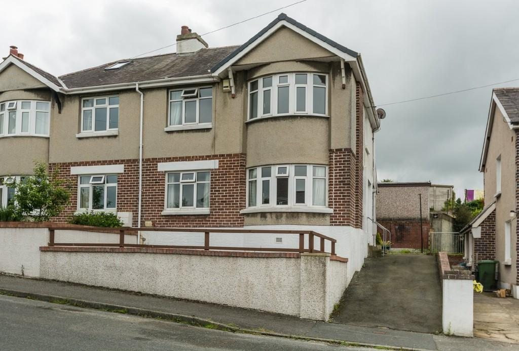 3 Bedrooms Semi Detached House for sale in Muriau Park, Caernarfon, North Wales