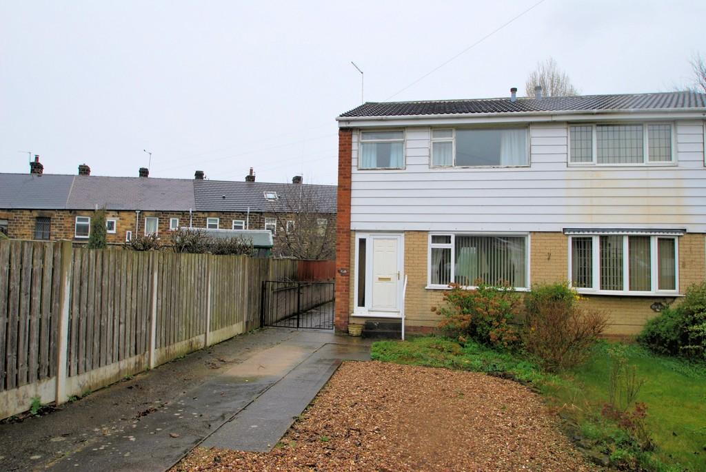 3 Bedrooms Semi Detached House for sale in Dearne Hall Road, Barugh Green, Barnsley S75