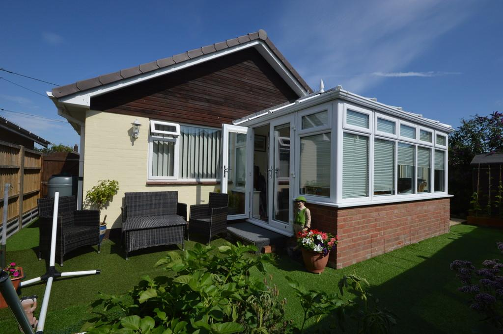 2 Bedrooms Detached Bungalow for sale in Sea Road, Barton on Sea