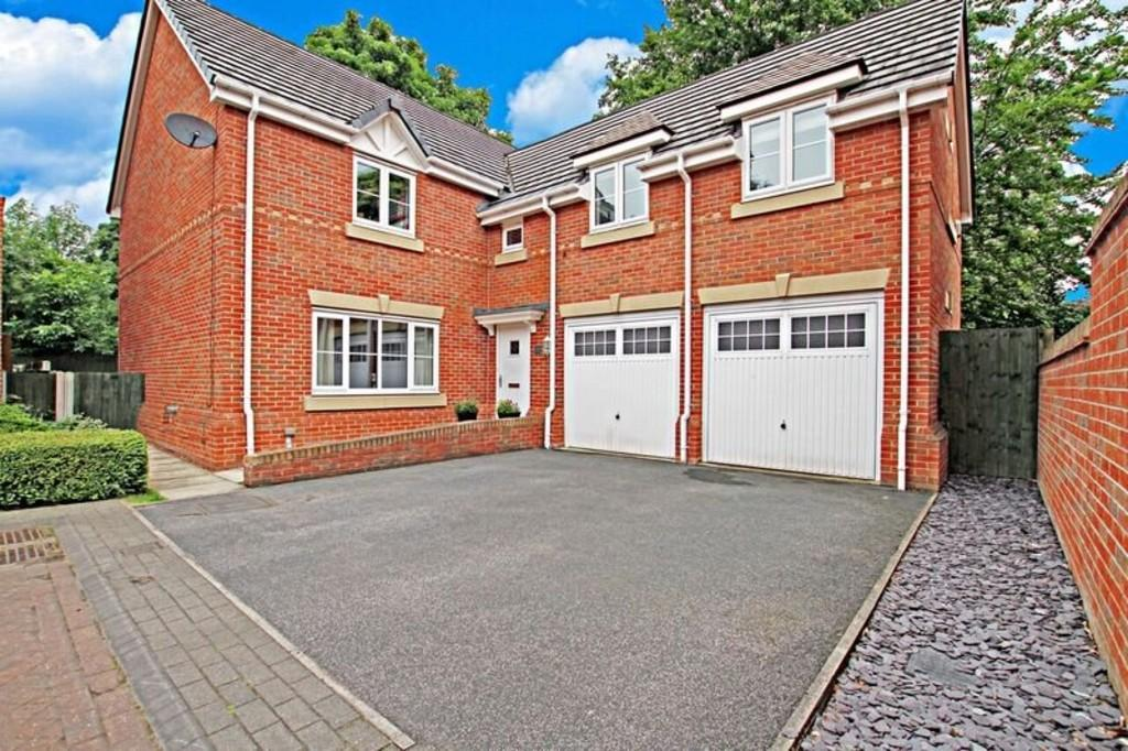 4 Bedrooms Detached House for sale in Birch Close, Sprotbrough