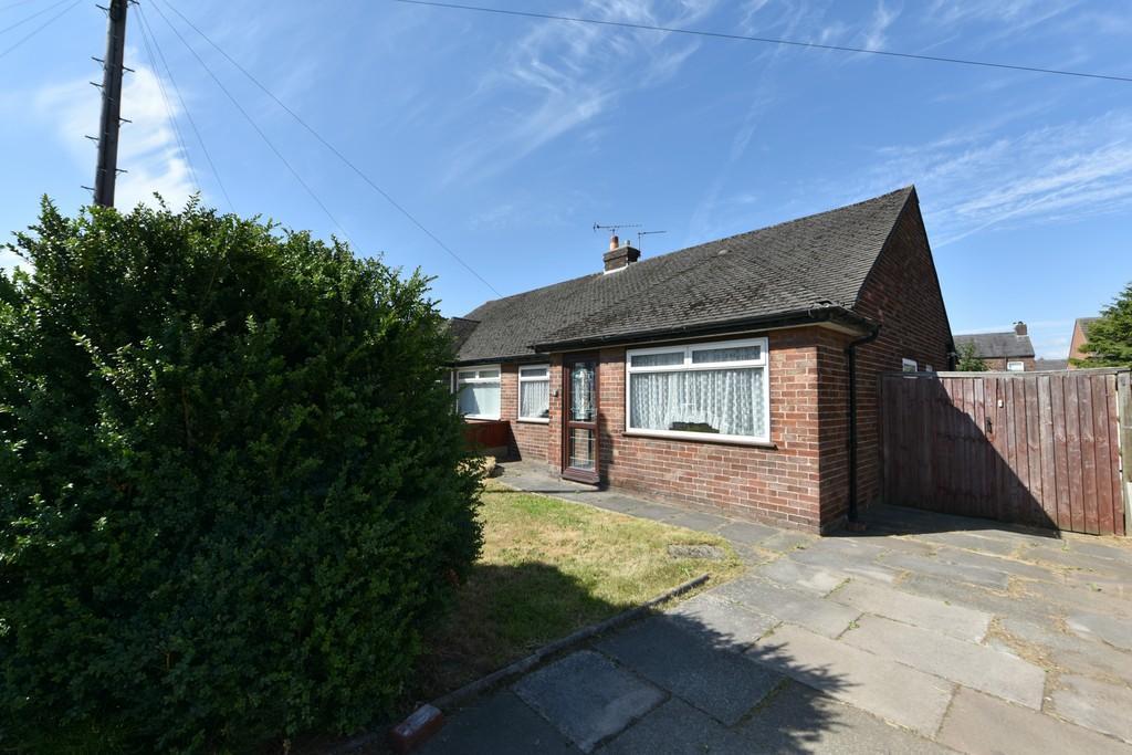 2 Bedrooms Semi Detached Bungalow for sale in Langdale Drive , Burscough