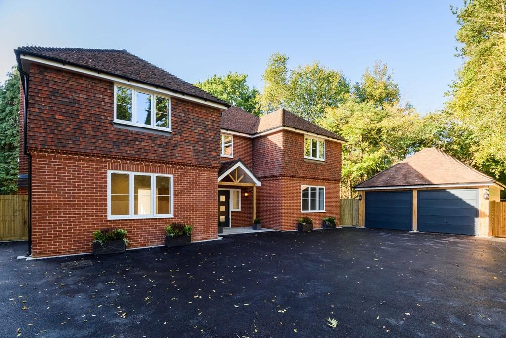 5 Bedrooms Detached House for sale in Dornden Drive, Langton Green