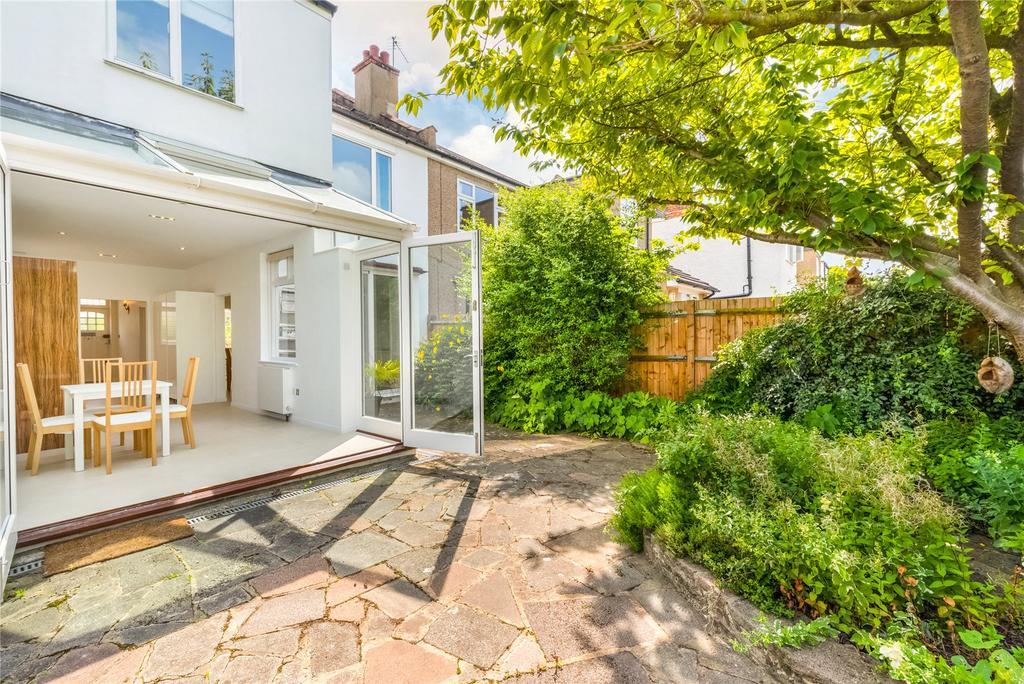 4 Bedrooms Terraced House for rent in Emlyn Road, London, W12