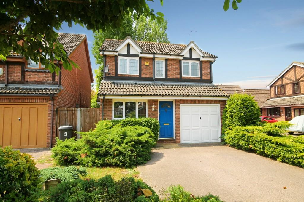 3 Bedrooms Detached House for sale in Robin Close, Stanstead Abbotts