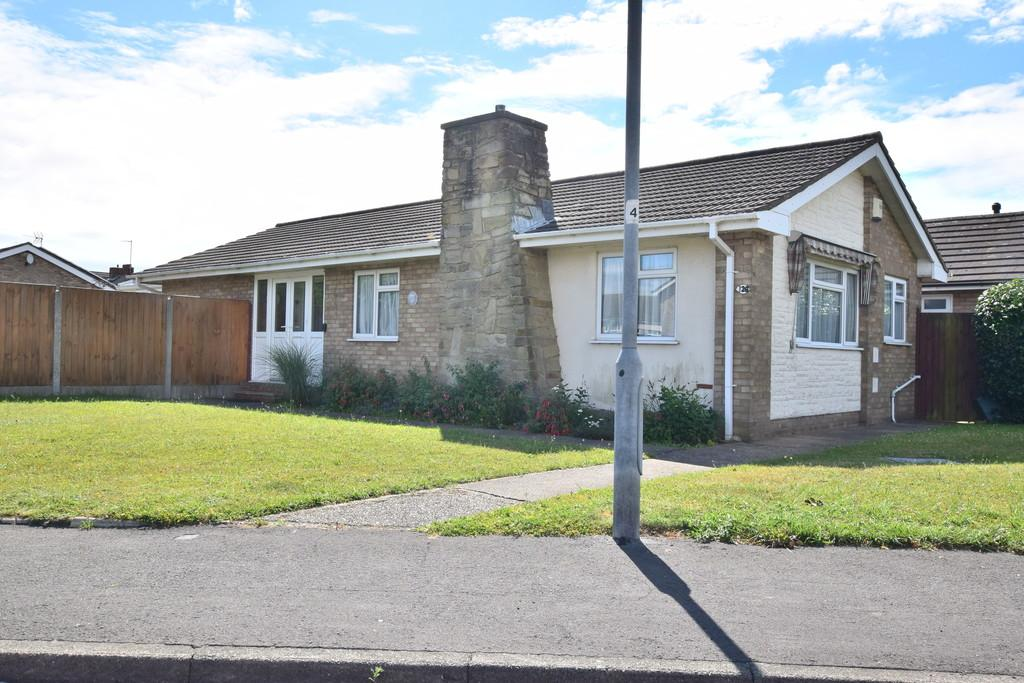 3 Bedrooms Detached Bungalow for sale in The Willows, Colchester