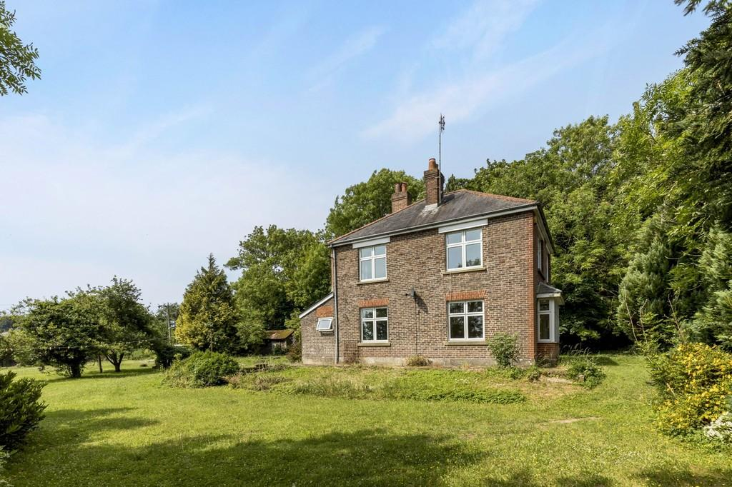 3 Bedrooms Detached House for sale in Between Hambledon and Clanfield