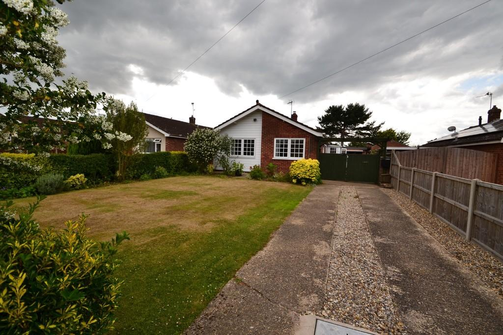 2 Bedrooms Detached Bungalow for sale in Station Road, Lingwood