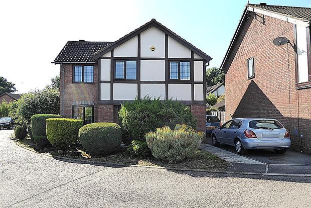 3 Bedrooms Detached House for sale in Stuart Close, West Hunsbury, Northampton, NN4