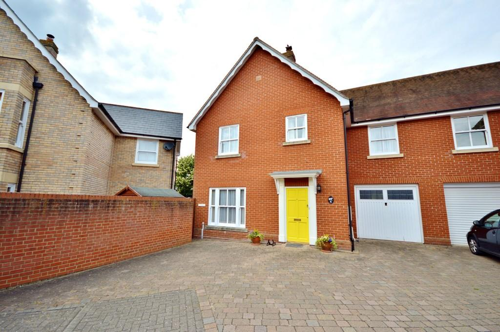 4 Bedrooms Mews House for sale in The Rayleighs, Drury Road