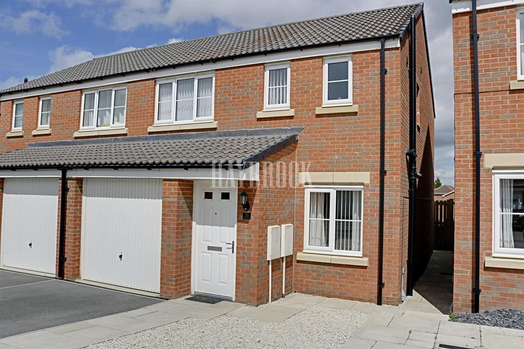 3 Bedrooms Semi Detached House for sale in Old Royston Avenue, Royston