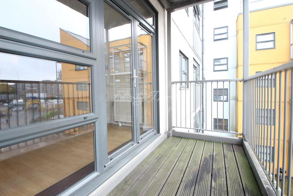 2 Bedrooms Flat for sale in Maltings Close, E3