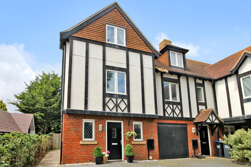 3 Bedrooms End Of Terrace House for sale in Walnut Court, Offington Lane, Worthing BN14 9RH
