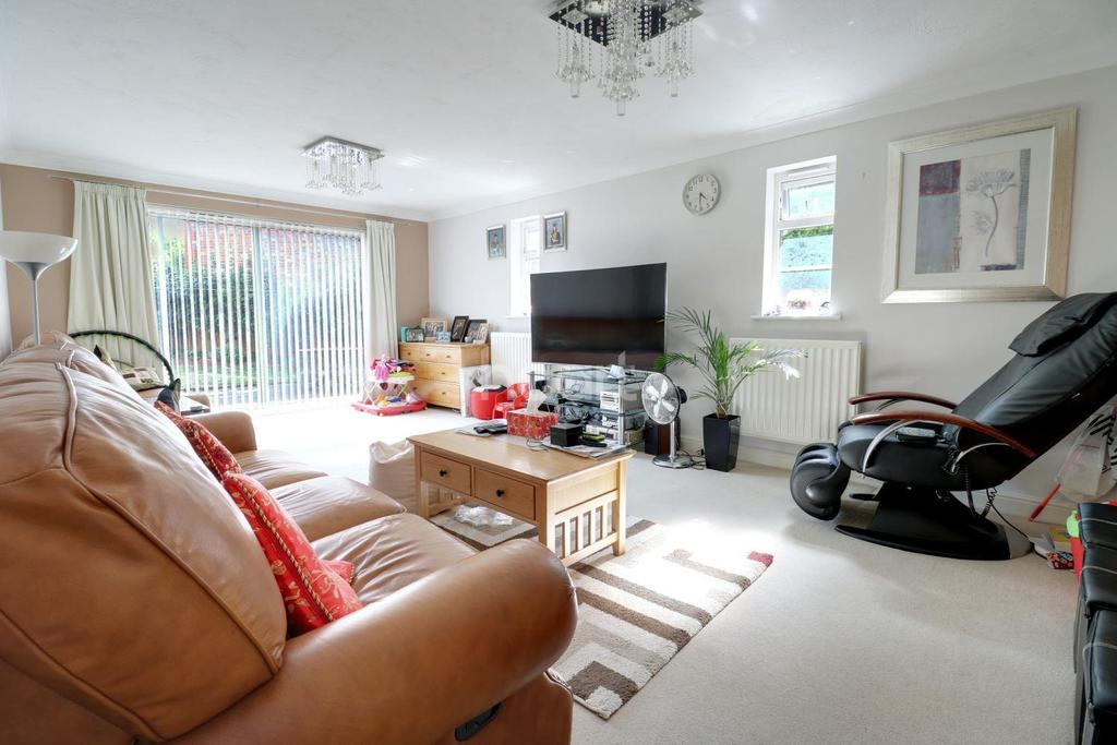5 Bedrooms Detached House for sale in Powell Avenue, Dartford, DA2