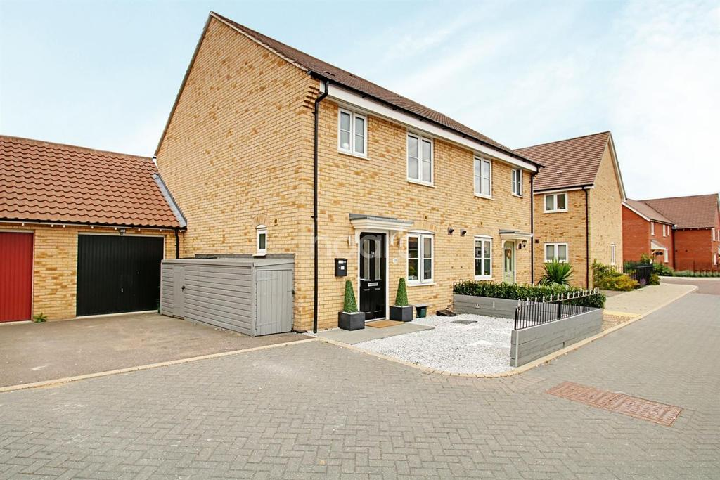 3 Bedrooms Semi Detached House for sale in Fowler Road, Colchester, CO2