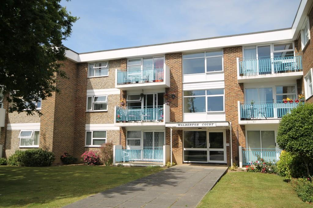 2 Bedrooms Flat for sale in Wallace Avenue, Worthing BN11 5QZ