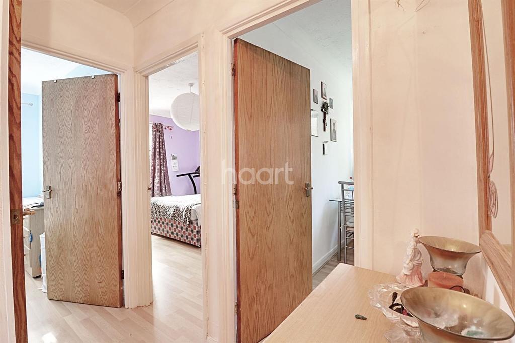 2 Bedrooms Flat for sale in Northolt