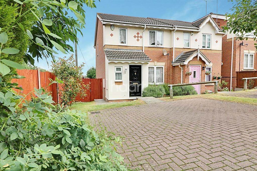 3 Bedrooms Semi Detached House for sale in Radleigh Close, Sandringham Gardens, Northampton