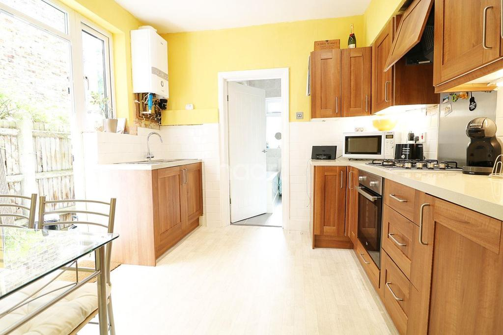 1 Bedroom Flat for sale in Carr Road , Walthamstow