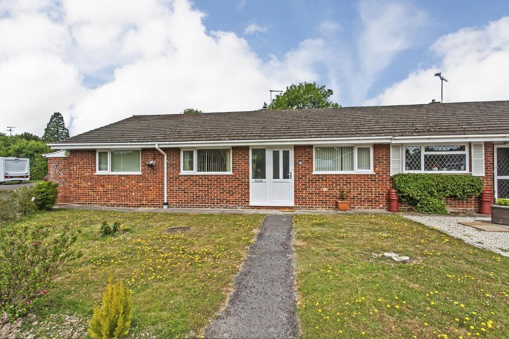 3 Bedrooms Semi Detached Bungalow for sale in Ashley Close, Harestock, Winchester, SO22