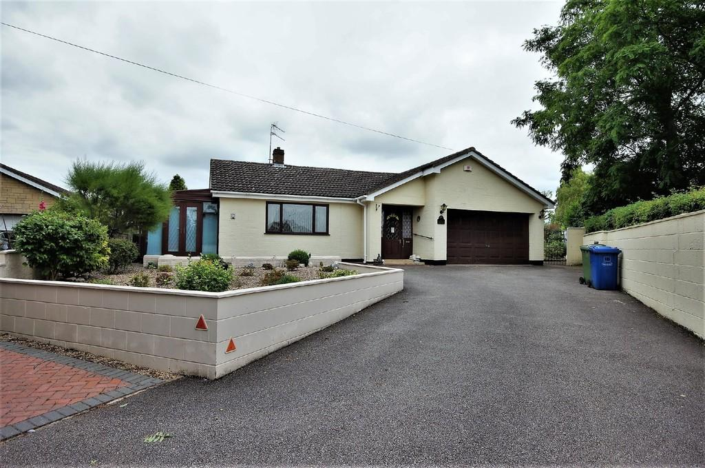 4 Bedrooms Detached Bungalow for sale in Orchard Close, Cherry Willingham, Lincoln