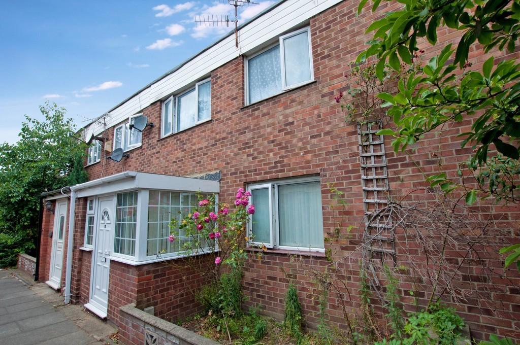 3 Bedrooms Terraced House for sale in Sunderland Way, Wanstead