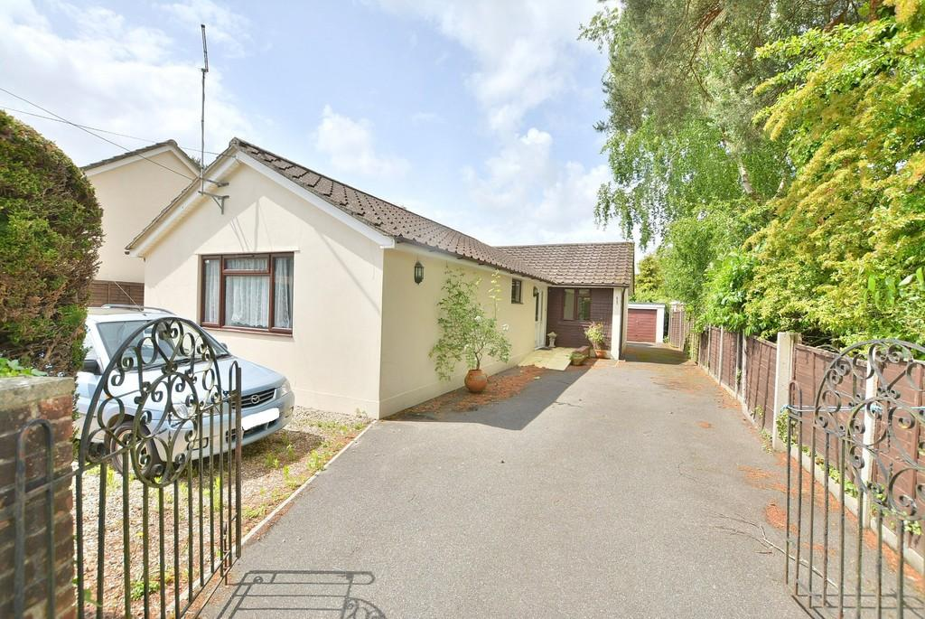3 Bedrooms Detached Bungalow for sale in Heather Close, St. Leonards