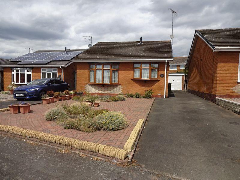 2 Bedrooms Detached Bungalow for sale in Tennyson Way, Kidderminster DY10 3YT