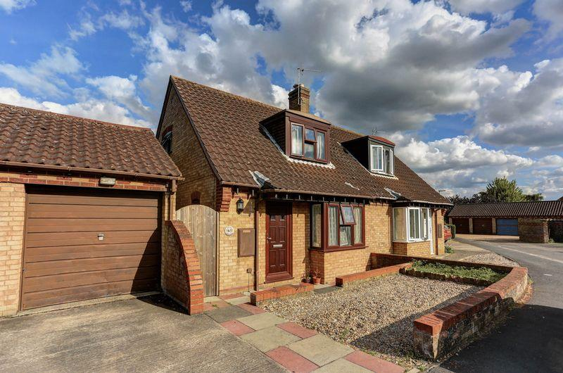 2 Bedrooms Semi Detached House for sale in Bell Gardens, Haddenham