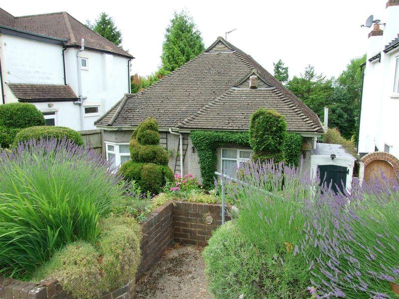 2 Bedrooms Detached Bungalow for sale in Highland Road, Purley