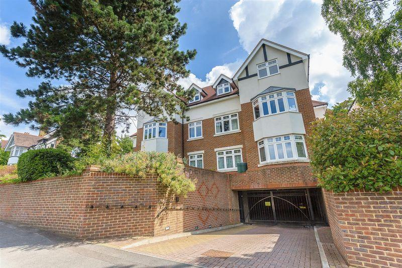 2 Bedrooms Apartment Flat for sale in Russell Hill, West Purley