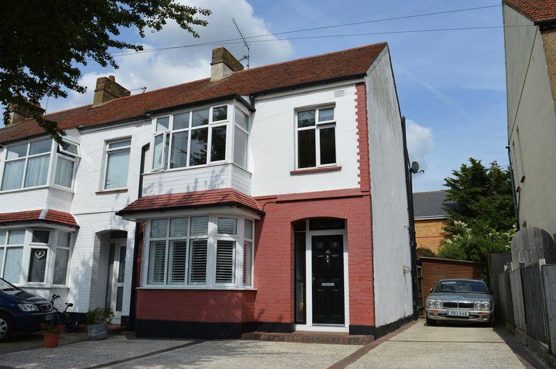 3 Bedrooms End Of Terrace House for sale in Seaforth Avenue, Southend-On-Sea