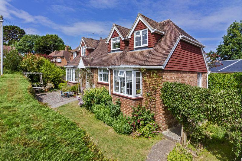 4 Bedrooms Chalet House for sale in Priory Close, Worthing