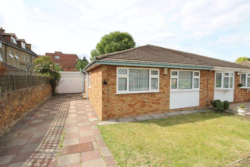 3 Bedrooms Bungalow for sale in Chartwell Close, London, SE9 3UQ