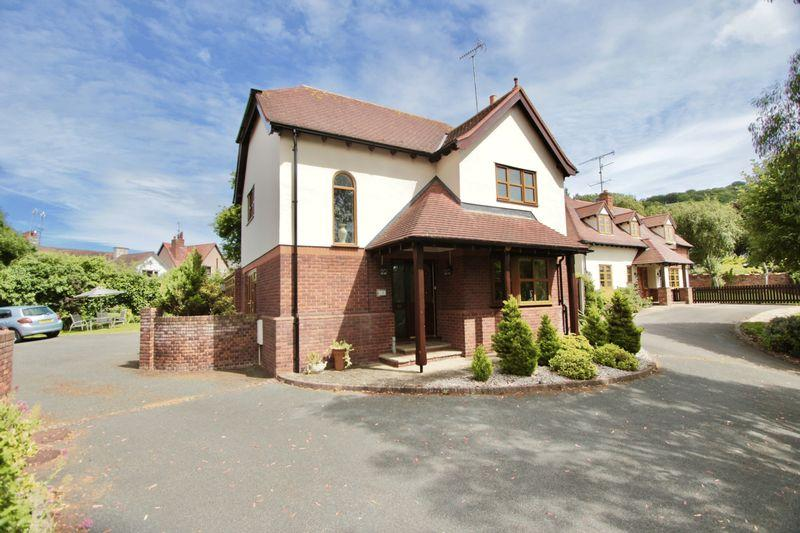 4 Bedrooms Detached House for sale in Fforddlas, Prestatyn