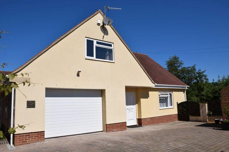 3 Bedrooms Detached Bungalow for sale in Stoke Road, Beaminster