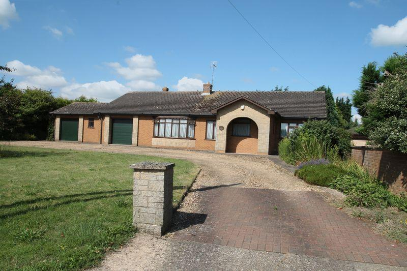 3 Bedrooms Detached Bungalow for sale in Saltney Gate, Saracens Head