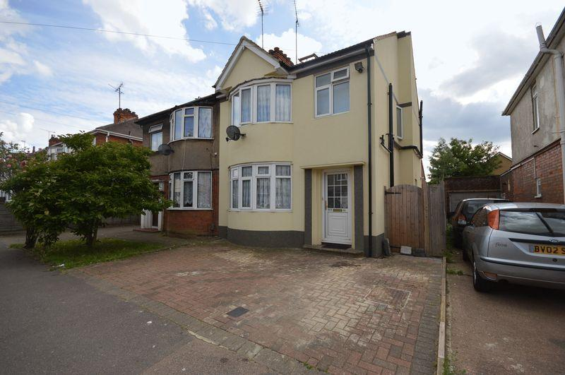 4 Bedrooms Semi Detached House for sale in Beechwood Road, Luton